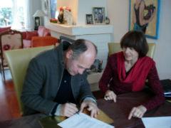 Ine_en_Willem_Wander_tekenen_contract.jpg